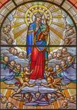 TURIN, ITALIEN - 16. MÄRZ 2017: Madonna im Buntglas von Kirche Chiesa-Di San Massimo Lizenzfreie Stockfotografie