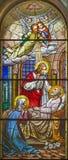 TURIN ITALIEN - MARS 15, 2017: Döden av St Joseph på målat glass av den kyrkliga basilikan Maria Ausiliatrice Arkivbilder