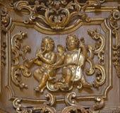 TURIN ITALIEN - MARS 13, 2017: Den polychrome sned barocka lättnaden av änglar i kyrkliga Chiesa di San Giuseppe av den okända ko Arkivfoto