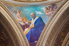 TURIN ITALIEN - MARS 16, 2017: Freskomålningen av St-Lejonet den stora doktorn av kyrkan i kupol av kyrkliga Chiesa di San Massim Arkivbilder