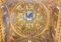 TURIN ITALIEN - MARS 13, 2017: Freskomålningen i sidokupol i kyrkliga Chiesa di Santa Teresa av Corrado Giaquinto 18 cent Royaltyfria Foton