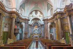 TURIN ITALIEN - MARS 16, 2017: Skeppet av barockkyrkaChiesa di Santa Maria di Piazza med det huvudsakliga altaret av Pietro Franc royaltyfri foto