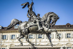 Turin rid- monument av konungen Emanuele Filiberto Arkivbild