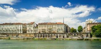 Turin (Torino), flod Po och Murazzi Arkivbild