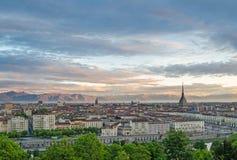 Turin (Torino), panorama au lever de soleil Photographie stock libre de droits