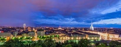 Turin (Torino), panorama de HD au crépuscule Photos libres de droits