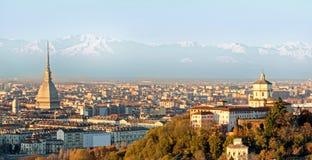Turin (Torino), panorama med fjällängarna Royaltyfria Foton