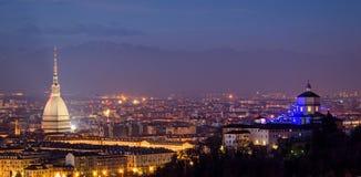 Turin (Torino), panorama med vågbrytaren Antonelliana och fjällängar Fotografering för Bildbyråer