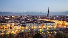 Turin (Torino), panorama på den blåa timmen Royaltyfri Fotografi