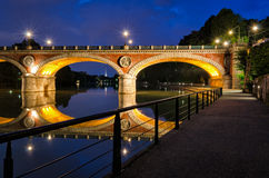 Turin (Torino) Ponte Isabella och flod Po på den blåa timmen Royaltyfria Bilder