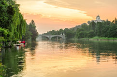 Turin (Torino), rio Po e montes no nascer do sol Foto de Stock