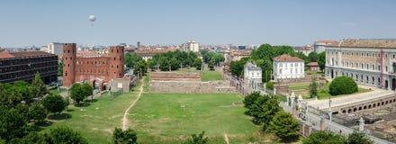 Turin, vue scénique au-dessus de Porte Palatine Photos stock