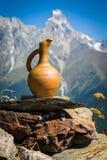 Turism i de Caucasian bergen i Georgia Arkivbilder