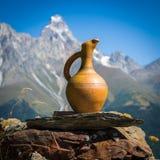 Turism i de Caucasian bergen i Georgia Royaltyfri Bild