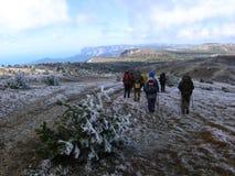 Turism i de Crimean bergen Royaltyfri Foto