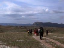 Turism i de Crimean bergen Royaltyfria Bilder
