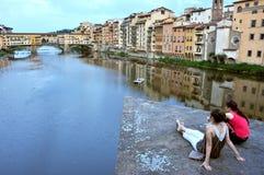 Turism i Italien, den Florence staden med det gammalt överbryggar royaltyfria foton