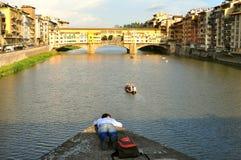 Turism i Italien, Florence stad med den gamla bron fotografering för bildbyråer