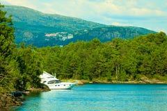 Turism och lopp Landskap och fjord i Norge fotografering för bildbyråer