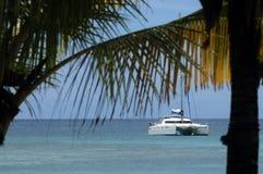 Turismo con el catamarán en Nueva Caledonia Imágenes de archivo libres de regalías