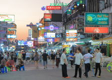 Turismo de Bangkok del camino de Khaosan fotos de archivo libres de regalías