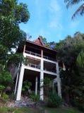 Turismo de Eco - casa na árvore luxuosa do projeto étnico, Malásia foto de stock