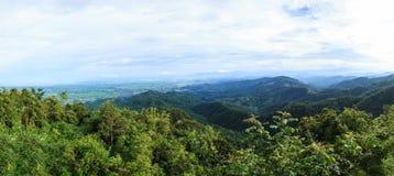 Turismo de Tailandia, opinión panorámica de la montaña natural de Doi Tung Panorama popular tailandés de la señal y del paisaje,  fotografía de archivo libre de regalías