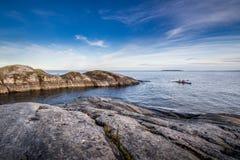 Turismo del kajak nel lago ladoga in Carelia, Russia Fotografie Stock