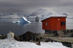 Turismo e investigación antárticos Imágenes de archivo libres de regalías