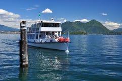 Turismo em Italy Ferryboat no lago (lago) Maggiore Fotografia de Stock