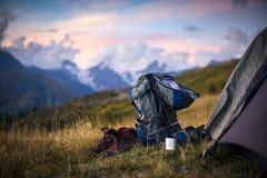 Turismo nas montanhas caucasianos em Geórgia Imagens de Stock
