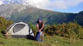 Turismo nelle montagne caucasiche stock footage