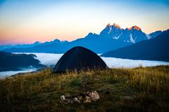 Turismo nelle montagne caucasiche in Georgia Fotografie Stock Libere da Diritti