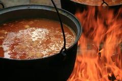 Turismo, un crisol de la sopa en el fuego Fotos de archivo libres de regalías