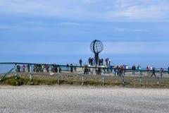 Turist- besökare på norr udde i det Finnmark länet, Norge Arkivfoton