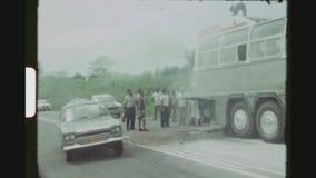Turist- buss på brand arkivfilmer