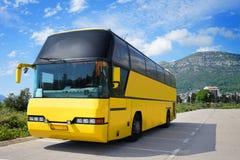 Turist- buss på parkeringen Arkivbild