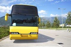 Turist- buss på parkeringen Arkivbilder