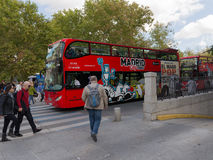 Turist- bussar för röd dubbeldäckare, Madrid royaltyfri bild