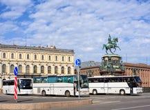 Turist- bussar i St Petersburg, Ryssland Arkivbild