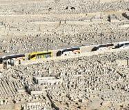 Turist- bussar på den judiska kyrkogården, Jerusalem, Israel Arkivbilder