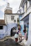 turist- byar av Marocko, Chefchaouen Arkivbilder