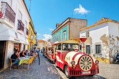 Turist- drev p? Tavira portugal royaltyfria foton