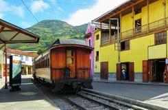 Turist- drev till jäkels näsa i Alausi på stationen, Ecuador arkivbild
