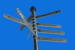 turist för riktningslondon mång- signpost arkivbilder