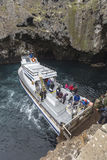 Turist- fartyg för Anacapa ö Arkivfoton