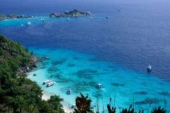 Turist- fartyg på den Similan ön Arkivfoto