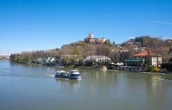 Turist- fartyg på Po River i Turin Royaltyfria Bilder