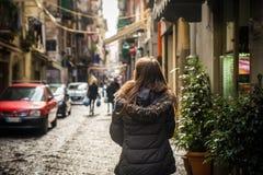 Turist- flicka i Naples arkivfoton