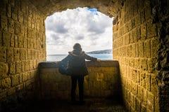 Turist- flicka i Naples royaltyfri fotografi